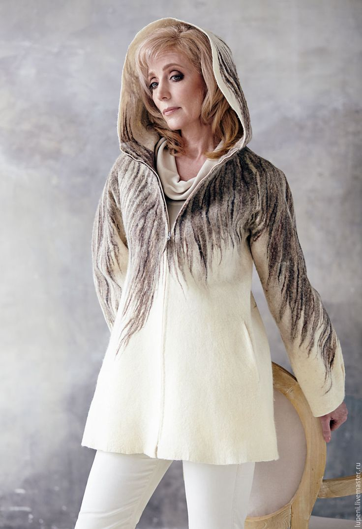 Купить или заказать Жакет  'Серым по белому...' в интернет-магазине на Ярмарке Мастеров. Валяный жакет свободного силуэта в эко стиле из тонкой шерсти природных цветов: молочно-белого, серо-коричневого, бежевого. В нем есть все, что дарит гармонию - мягкость, спокойствие и натуральность. Этот стиль в одежде диктует сама природа, которая уже устала от шумного города.