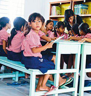 Les petites filles cambodgiennes à l'école grâce à La Rose Marie Claire!