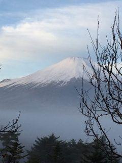 今朝7時過ぎに撮った富士山の写真です 天気がよくバッチリ撮れました感動です!()!  エクシブ山中湖 山梨県南都留郡山中湖村平野562-12    #ホテル #観光 #旅行 #宿泊 #温泉tags[山梨県]