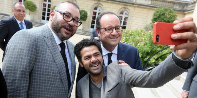 Jamel Debbouze se prend en selfie avec le Roi et François Hollande (photos)