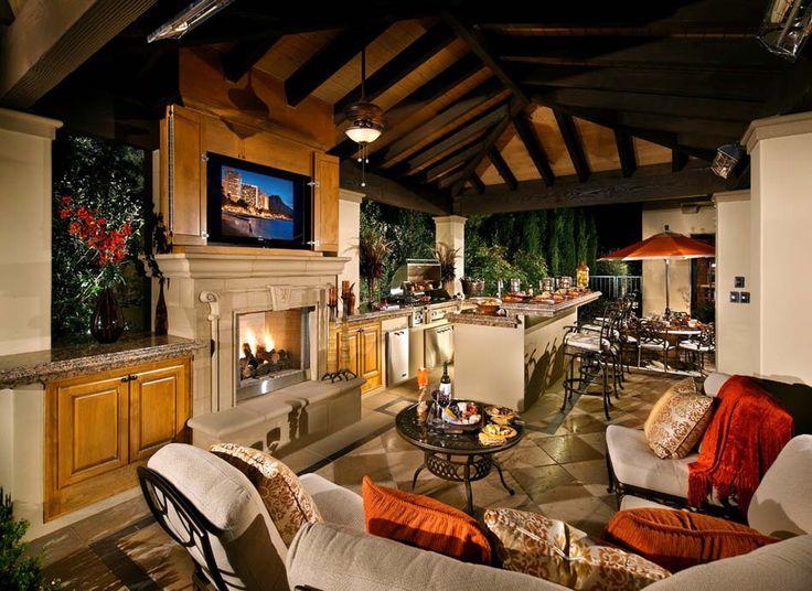 Terrasse couverte faisant partie de la maison où se trouvent le séjour et la salle à manger