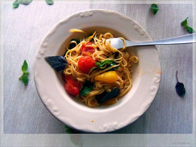 Spaghetti al Pomodoro e Basilico (Tomato and Basil Pasta) Summer on a plate!!!