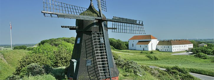 Børglum Kloster. Når man i dag besøger Børglum Kloster, kan man godt undre sig over, hvorfor netop denne noget afsides beliggende bakketop blev valgt til det nordenfjordske magtcenter gennem hele middelalderen.