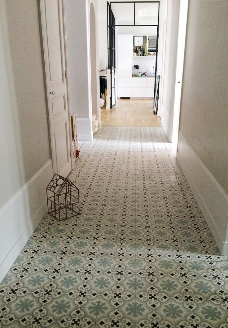"""Carreaux de ciment personnalisés - Rénovation appartement par l'agence """"Entre Les Murs"""" basée à Annecy -"""