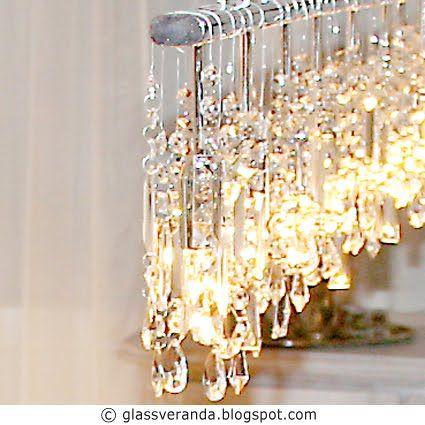 """BOISERIE & C.: Lampadario di cristallo: Progetto Fai da Te - DIY 4 lampade e poi unito visivamente tutto attraverso una """"scatola di legno"""" all'interno della quale sono passati tutti i fili elettrici per convergere al centro. La struttura in legno è stata dipinta di bianco e le """"gocce di cristallo"""" sono state semplicemente appoggiate sulla struttura"""