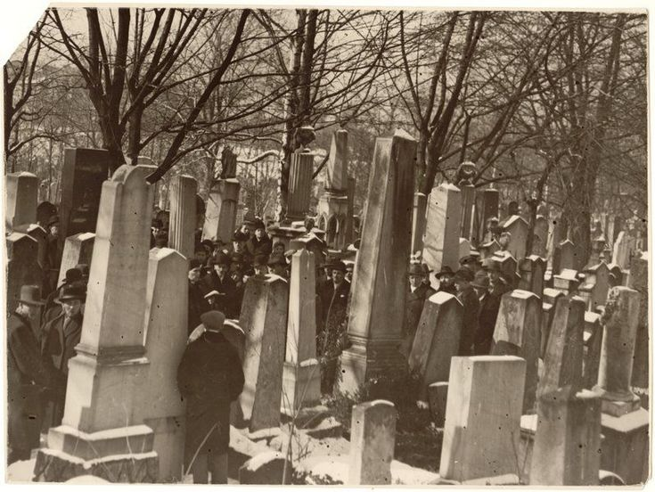 """Magiczny Kraków - Kazimierz in the old photos-Jewish Cemetery at Miodowa Street, 1929, photo:""""Światowid""""/MHK archives"""