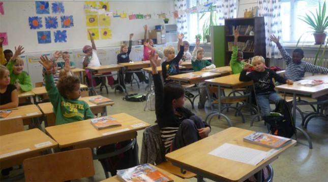 Menos horas de escuela  - Cuatro al día para los más pequeños y seis para los mayores. Se incentivan la socialización, el tiempo con la familia, la música y los deportes.