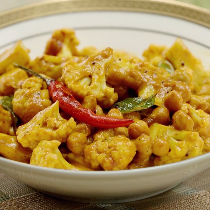 http://tipsalud.com Curried cauliflower makes for a perfect meatless Monday meal.
