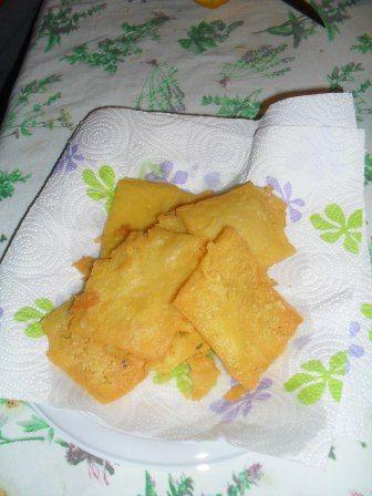 La panella, è una frittella di farina di ceci, tipico cibo da strada della cucina palermitana.