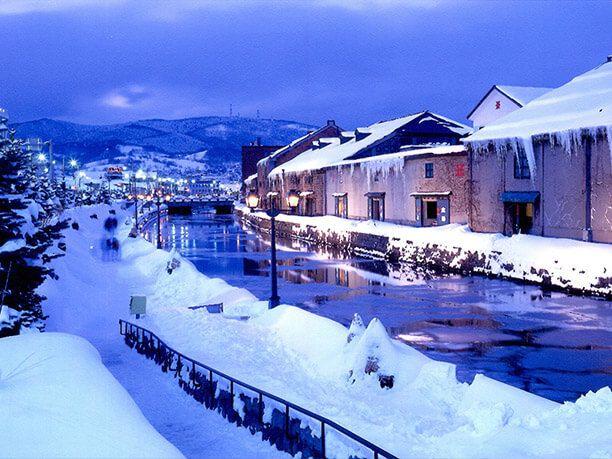 建造物が映えるなごり雪のイメージ