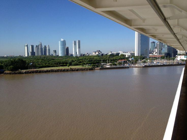 Buenos Aires Arjantin'in başkenti ve São Paulo'dan sonra Güney Amerika'nın ikinci büyük kentidir.