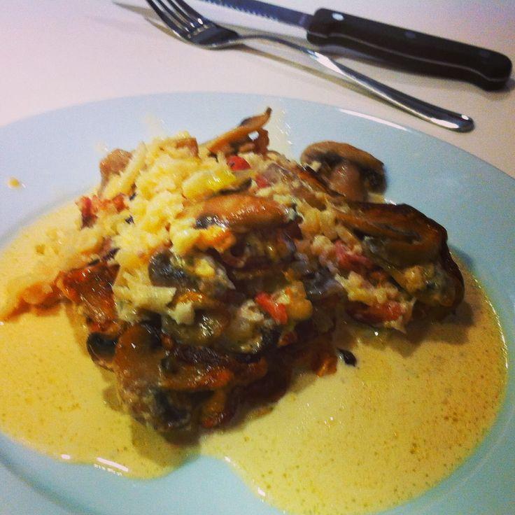 LCHF-HVERDAG: LCHF: Koteletter bagt med blomkålsris, grønt og fløde
