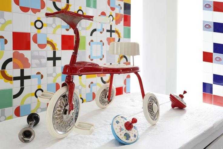 My Tricycle, scultura di ceramica della ceramista Fosca Boggi. In mostra e in vendita da Shop Saman.