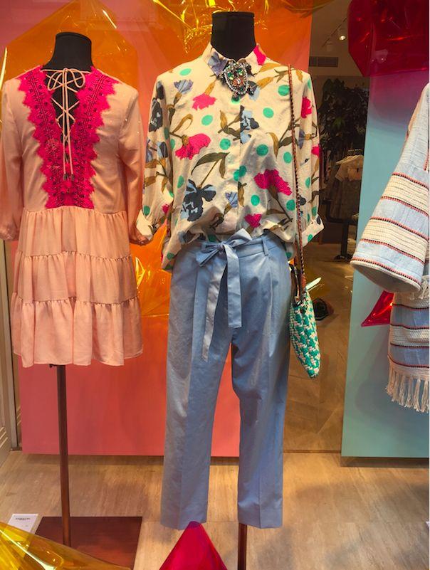 zijden blouse en blauwe 'paperbag' broek, Essential Antwerp