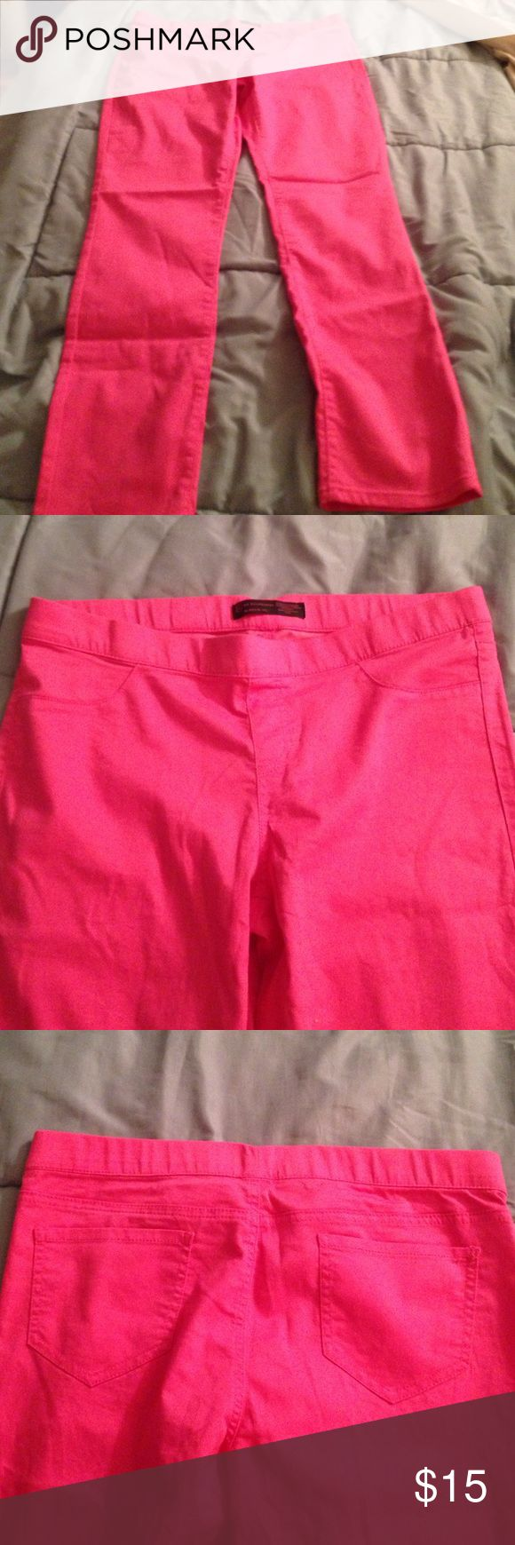 Pink leggings Pink legging with pockets on both front and back. Elastic waste band Pants Leggings