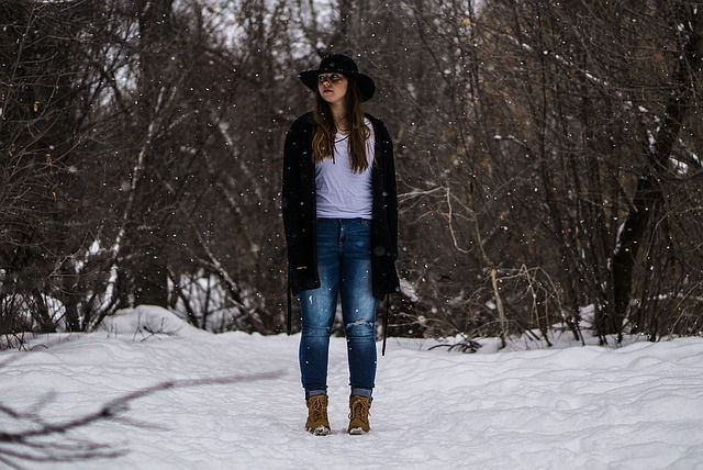 Latem możemy biegać, uprawiać nordic walking lub wychodzić na długie spacery. A zimą? Trudny okres – zima Zimą dużo chętniej zostajemy w domowym zaciszu i rezygnujemy z aktywności fizycznej na dworze. Mroźne poranki nie sprzyjają joggingowi skoro świt czy długim spacerom. Warto przy tym pa... http://mojtraveling.pl/jak-zyc-aktywnie-zima/