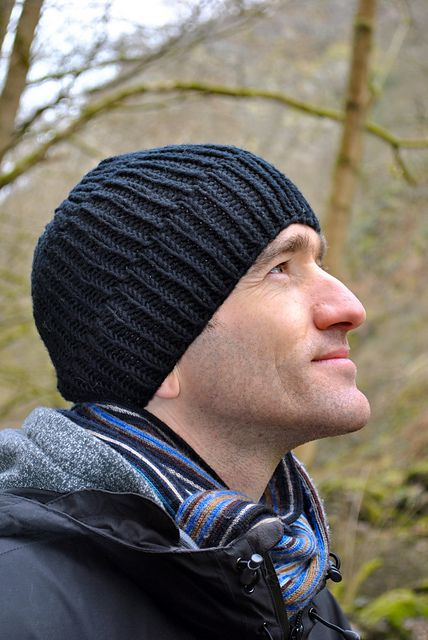 Ravelry: Cozy Ribbed Hat Pattern pattern by Helen Rose, free, 12 ply