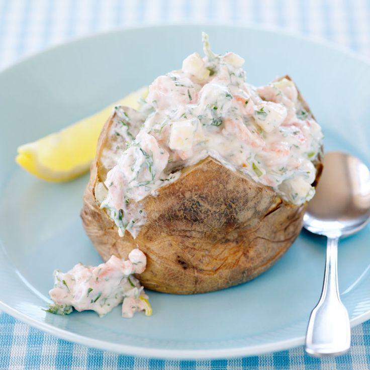 Bakad potatis är en underskattad vardagsräddare som blir klar i ett kick i mikron. Under tiden rör du ihop någon dessa goda röror!