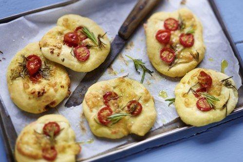 Glutenfreie Rezepte: Focaccia mit Mozzarella und Tomaten