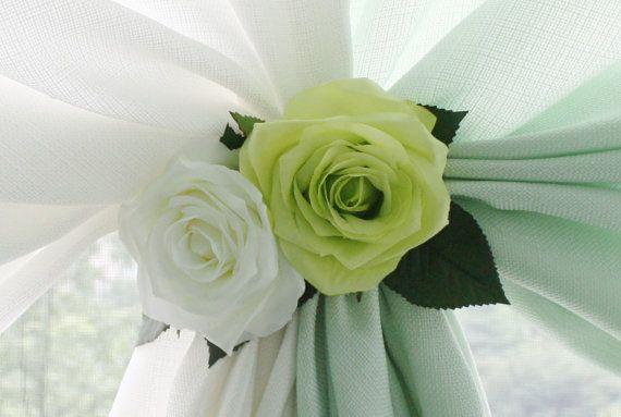 Vert Rose Cutain embrasses Rideau retenue fleurs par Floralhouse