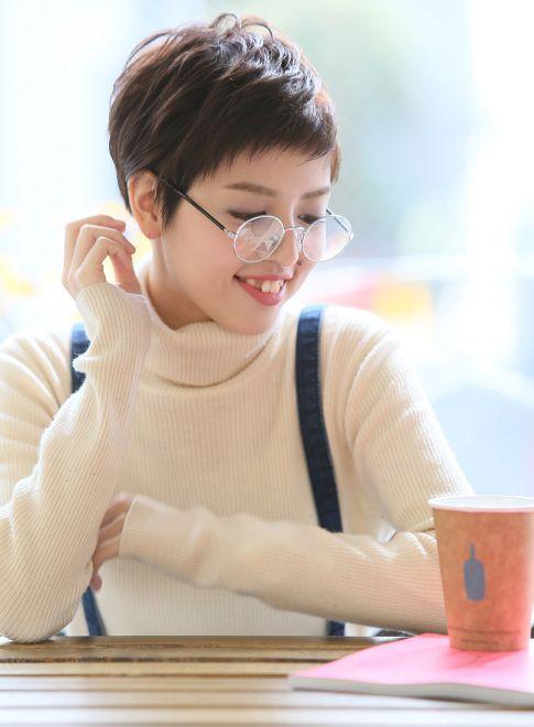 メガネも似合うマニッシュ ベリーショート! たまご型顔さん向きヘア♪