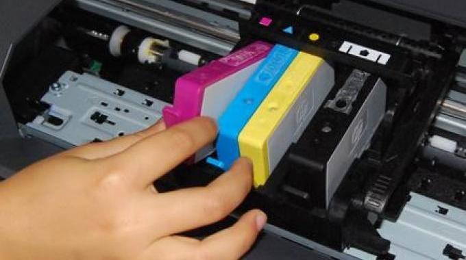 Votre cartouche d'encre est vide ? En tout cas, c'est ce que signale votre imprimante. Ne courrez pas tout de suite acheter une nouvelle cartouche d'encre ! Car dans la majorité des cas, elle n'es...
