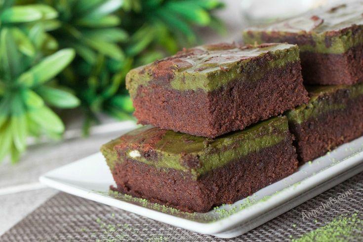 Brownie Cheesecake de Té Matcha! En esta receta vamos a preparar un delicioso Brownie de Chocolate, Queso y Té Matcha! Tres ingredientes que combinan perfectamente y dan como resultado un bizcocho con un sabor increíble!