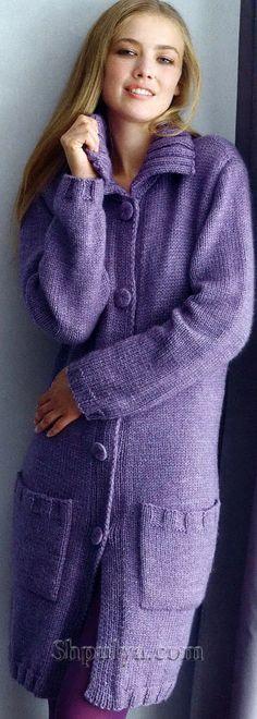 Сиреневое пальто с карманами, вязаное спицами