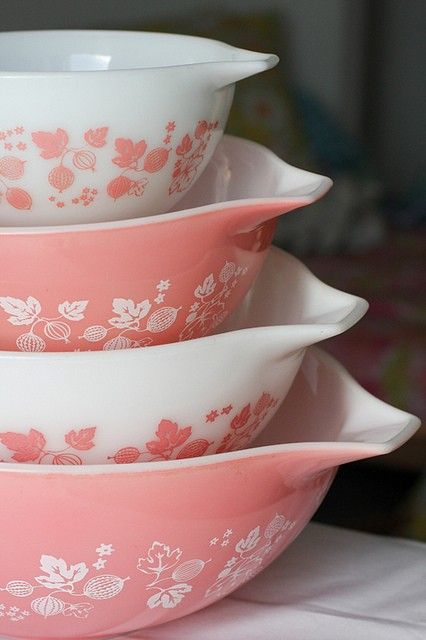 My daughter Rachel would LOVE these pink bowls..