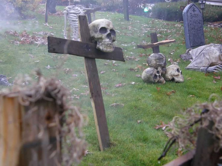 Halloween yard shot. I forgot about these cross grave markers..could do that along with my tombstone with spare pieces of wood.