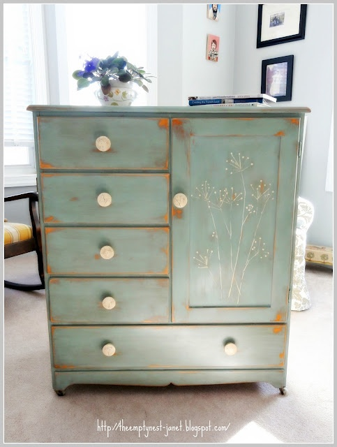 anne sloan paint, love this: Paintings Furniture, Sloan Chalk, Queen Anne,  Commode, Wardrobes, Annie Sloan, Chalk Paintings, Ducks Eggs Blue, Projects Galleries