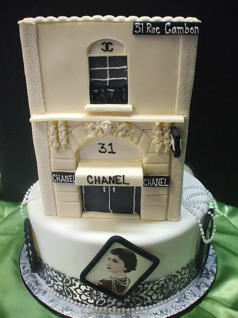 Chanel Cake #chanel #cake #birthday www.lachanelphile.com