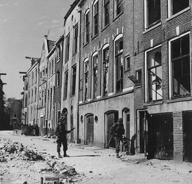Canadian troops in Deventer, Netherlands 1945