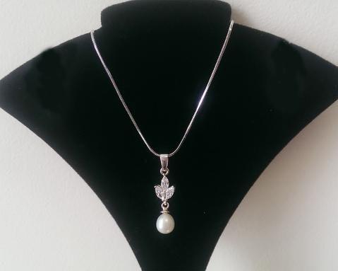 Crystal Set Pearl Pendant, Elena