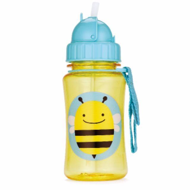 Siapkan minuman favorit Anda dengan teman Zoo! Sebuah The ZOO Straw Bottle membantu memudahkan transisi ini dengan memberikan anak-anak kenyamanan dengan perlindungan flip-top tutupnya.Direkomendasikan usia: 12m +Kapasitas 12 oz.BPA-free, Phthalate-free, dan bebas PVCUkuran :7 x 17.7 cmPilihanBeeMonkeyLady BugOwlHedgehogButterflyUntuk Order 👇👇 BBM : 7C834615Whatsapp: 087830969000Fast Respon