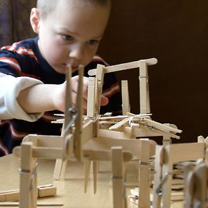 Popsicle sticks + clothes pins = Building experience!  #stem #preschool