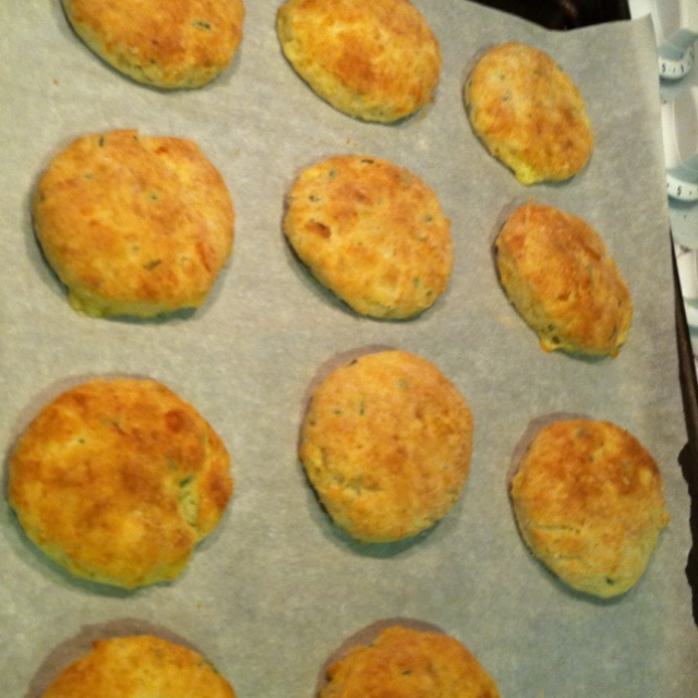 Brie and chive biscuits | Foods I cook | Pinterest