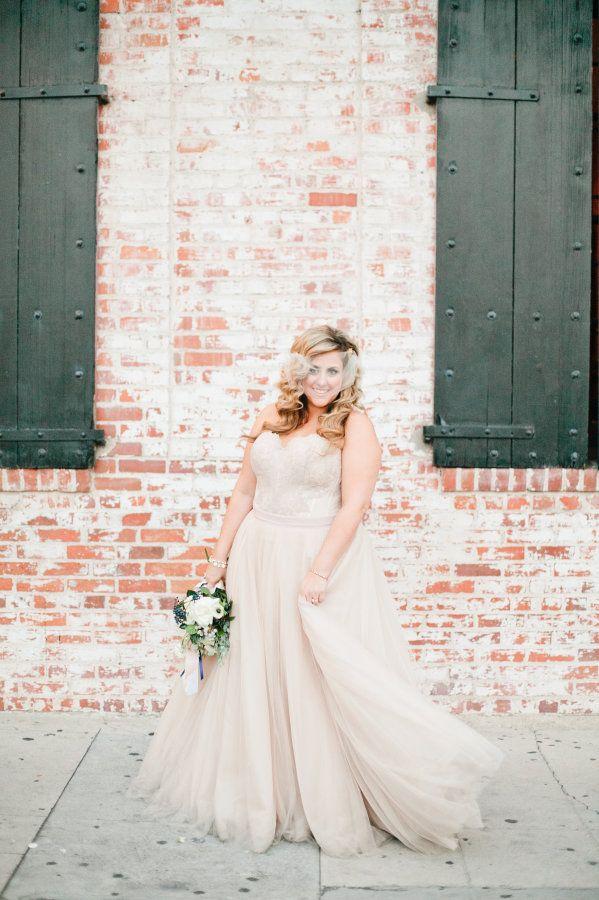 Extravagantly gorgeous wedding dresses for curvy brides