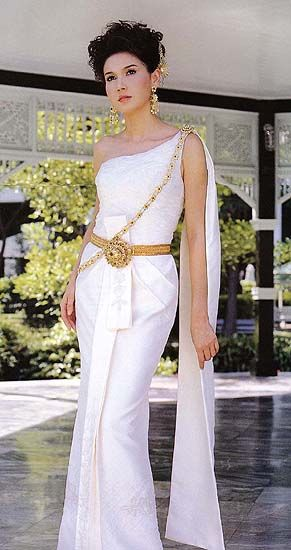 Thai wedding dress bangkok thailand and thailand wedding for Khmer dress for wedding party
