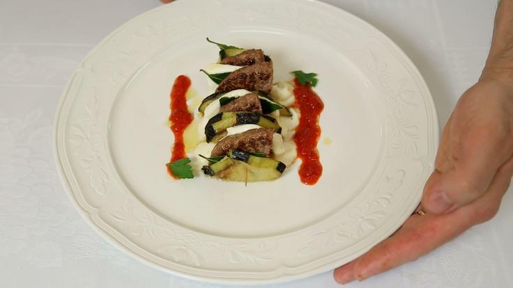 Millefoglie di Hamburgher con mozzarella, lauro e salsa di peperoni Lazzaris
