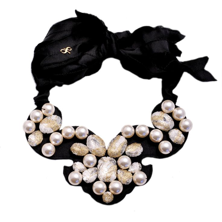 Handcrafted Laura8 pearls necklace
