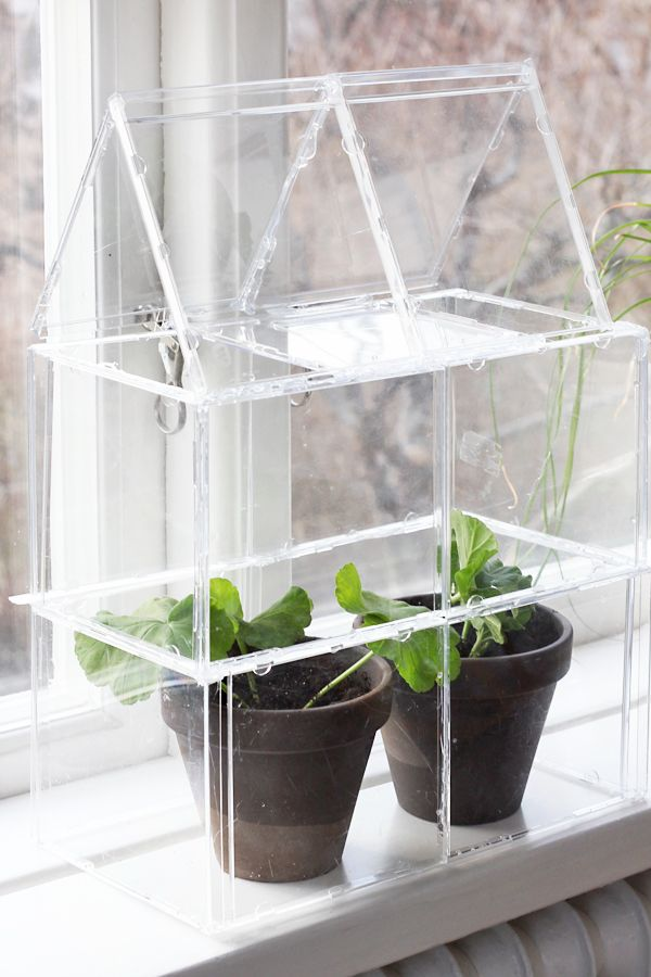 Adorable DIY mini greenhouse for the window sill - made with cd-cases and some hot glue! :D From Fru Fix & Trix (who apparently found the idea on the TV-show Trädgårdsonsdag).