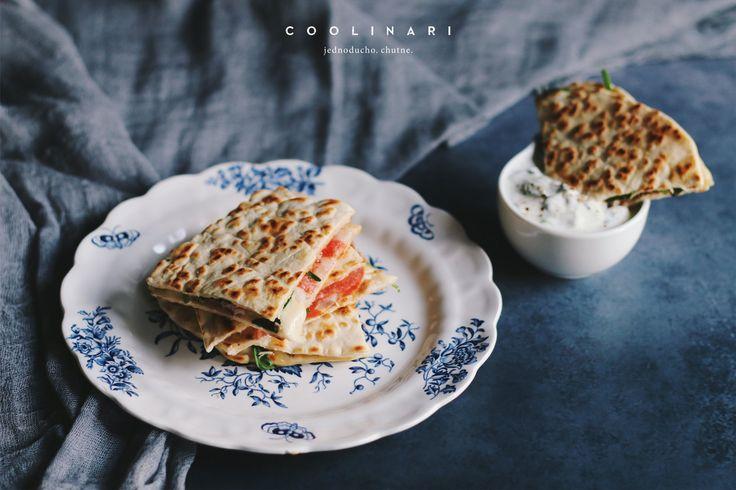 Pripravte si spolu s nami domáce tortilly a z nich potom quesadillu s zottarellou, sušenou šunkou, paradajkami a rukolou. Recept od Coolinari.sk