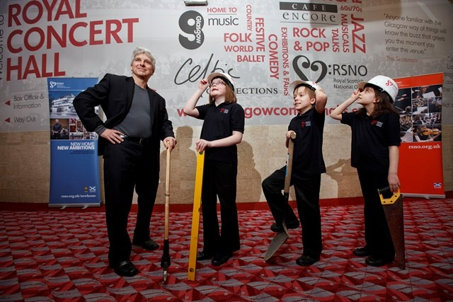Peter Oundjian and some little helpers at the Glasgow Royal Concert Hall! © Drew Farrell #Newhome #Glasgow #Construction #RSNO #PressPhoto #GlasgowRoyalConcertHall