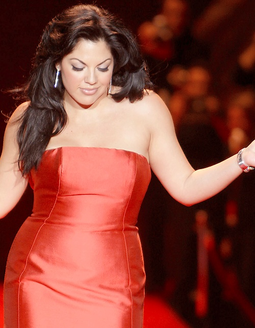 Sara Ramirez is amazing. She's ridiculously talented and beautiful and awesome. And I love her.