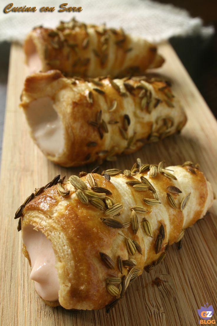 Cannoncini salati con mousse al salmone