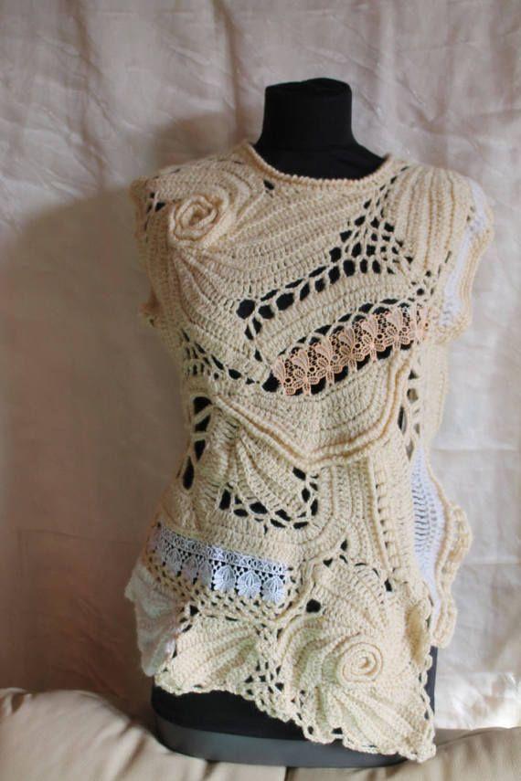 Gehaakte trui, Boho Chic Hippie Fairy Gypsy Mori meisje Chunky Freeform gehaakte Vest trui ribbels en noppen, Wearable Art, OOAK Dit is een exclusieve Vest, uitgevoerd in techniek Freeform. Het is een zeer warm en comfortabel. Materiaal: merinoswol, lace, acryl, viscose, mohair.  Maat M-L-XL Bust: 92-108 cm / 36-43  Lengte van de schouder naar de onderkant variëren van 55 cm/22 tot 68 cm - 27  Zorg instructies: hand wassen zachtjes in koud water en lag plat te drogen.
