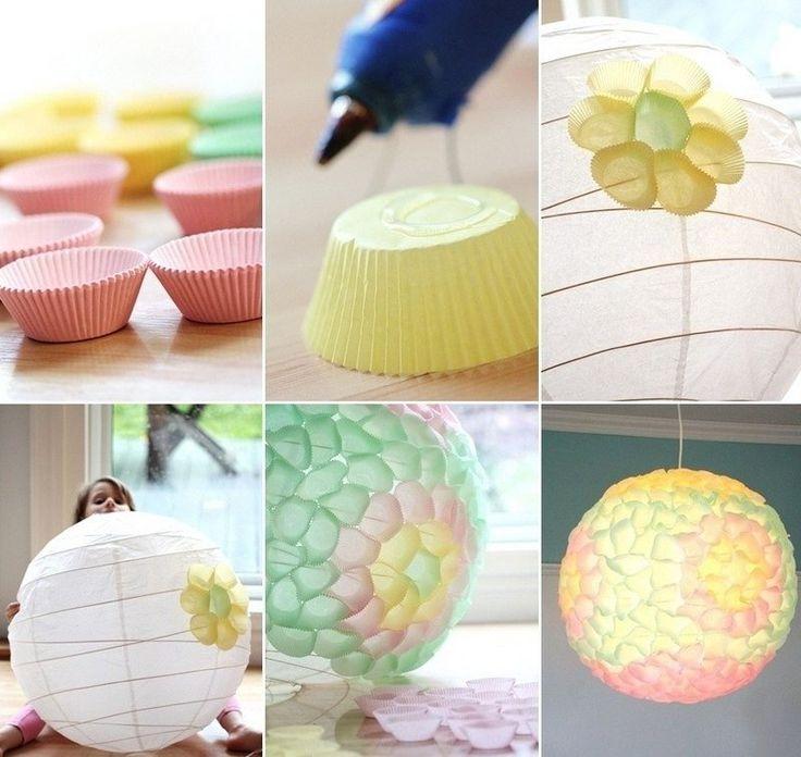 idées de bricolage pour l'intérieur - suspension boule en papier décorée de caissettes à cupcakes