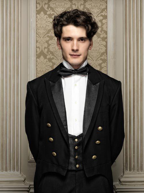 """Yon González es Julio en """"Gran Hotel"""": """"Trabajé cuatro años de camarero, así que estoy encantado con mi uniforme"""""""