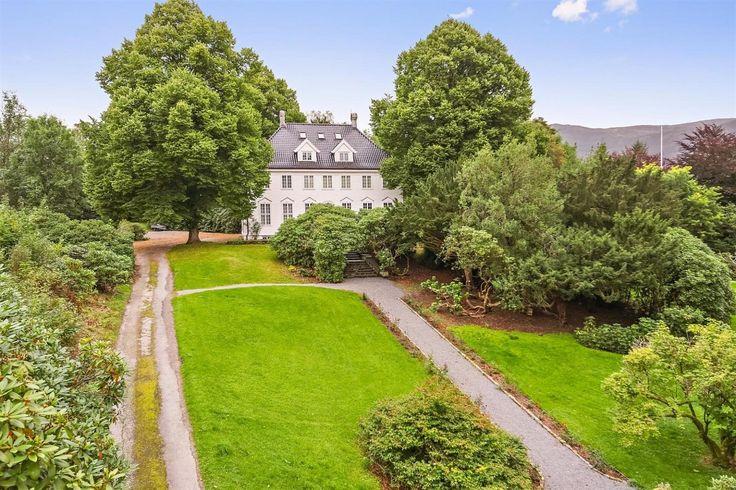FINN – Storetveit Hovedgård - Vakker historisk villa med egen park rundt.